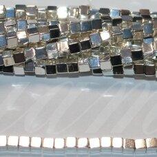 jsha-svsid-kub-05x5 apie 5 x 5 mm, kubo forma, šviesi, sidabrinė spalva, hematitas, apie 75 vnt.