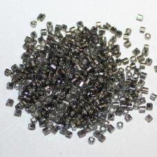 pccb31001/47010-10/0 2.2 x 2 mm, pailga forma, skaidrus, pilka spalva, viduriukas su folija, apie 50 g.