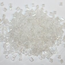 pccb31001/38102-08/0 2.5 x 2.5 mm, pailga forma, balta spalva, apie 50 g.
