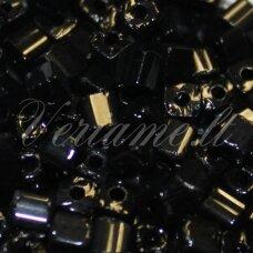 PCCB30001/23980-4/2 4 x 2 mm, kubo forma, juoda spalva, apie 50 g.