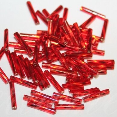"""PCCB12001/97070-3"""" 6.5 x 2 mm, pailga forma, skaidrus, raudona spalva, viduriukas su folija, apie 50 g."""