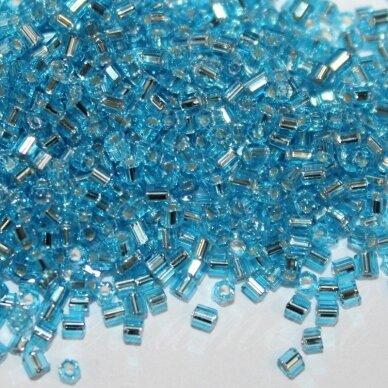 pccb31001/67000-09/0 2.4 x 2.4 mm, pailga forma, skaidrus, šviesi, mėlyna spalva, viduriukas su folija, apie 50 g.