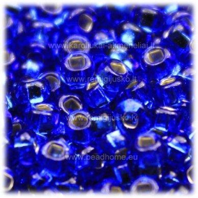pccb331/29001/37050-11/0 2.0 - 2.2 mm, mėlyna spalva, viduriukas su folija, kvadratinė skylė, apie 50 g.