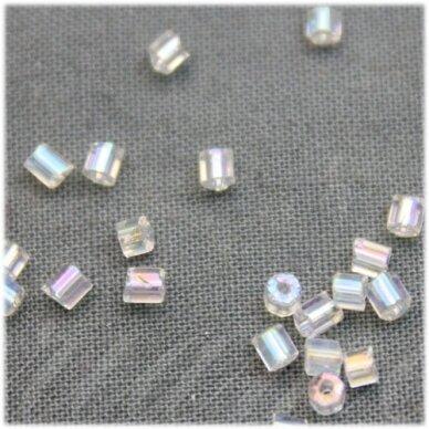 PCCB351/31001/58205-08/0 2.5 x 2.5 mm, pailga forma, skaidrus AB danga, apie 50 g.