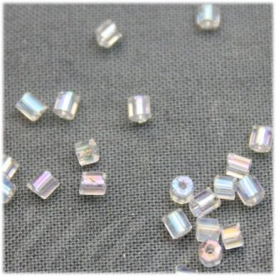 PCCB351/31001/58205-08/0 2.5 x 2.5 mm, pailga forma, skaidrus, AB danga, apie 50 g.