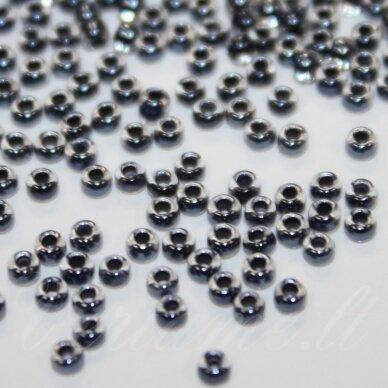 PCCB38149-11/0 2.0 - 2.2 mm, apvali forma, skaidrus, viduriukas tamsi, pilka spalva, apie 50 g.