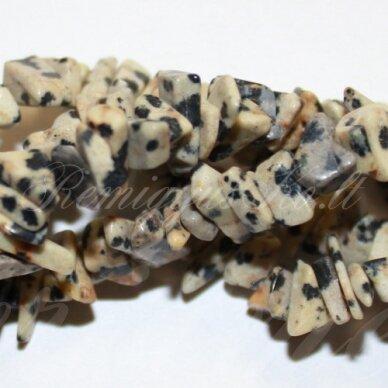 akskalkajadalm-11x15 apie 11 x 15 mm, dalmantininis jaspis, skalda, 80 cm.