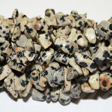 akskal0168-4x8 apie 4 - 8 mm, dalmantininis jaspis, skalda, 80 cm.