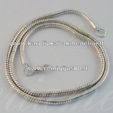 apyr0076 apie 48 cm, sidabrinė spalva, grandinėlė ant kaklo, 1 vnt.