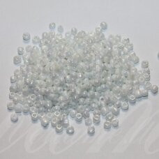 bis0401-08/0 2.8 - 3.2 mm, apvali forma, balta spalva, ab danga, apie 50 g.