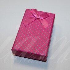 DZ0034-STAT-85x55x25 apie 85 x 55 x 25 mm, stačiakampio forma, rožinė spalva, žali taškeliai, dovanų dėžutė, 1 vnt.