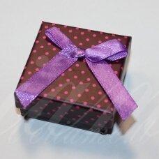 DZ0035-KVAD-50x50x25 apie 50 x 50 x 25 mm, kvadrato forma, bordinė spalva, rožiniai taškeliai, dovanų dėžutė, 1 vnt.