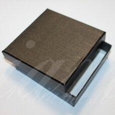 DZ0038-KVAD-50x50x30 apie 50 x 50 x 30 mm, kvadrato forma, juoda spalva, taškuotas bantelis, dovanų dėžutė, 1 vnt.
