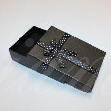 dz0038-stat-110x80x30 apie 110 x 80 x 30 mm, stačiakampio forma, juoda spalva, dovanų dėžutė, juostelė su taškeliais, 1 vnt.