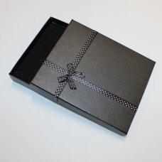 dz0038-stat-190x160x30 apie 190 x 160 x 30 mm, stačiakampio forma, juoda spalva, juostelė su taškeliais, dovanų dėžutė, 1 vnt.