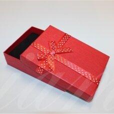 dz0042-stat-110x80x30 apie 110 x 80 x 30 mm, stačiakampio forma, raudona spalva, juostelė su taškeliais, dovanų dėžutė, 1 vnt.