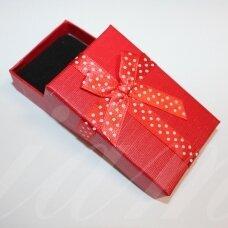 dz0042-stat-80x50x25 apie 80 x 50 x 25 mm, stačiakampio forma, raudona spalva, juostelė su taškeliais, dovanų dėžutė, 1 vnt.