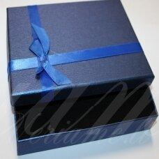 DZ0055-STAT-80x50x20 apie 80 x 50 x 20 mm, stačiakampio forma, mėlyna spalva, mėlynas bantelis, dovanų dėžutė, 1 vnt.