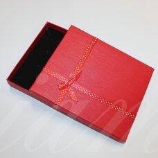 dz0056-stat-190x160x30 apie 190 x 160 x 30 mm, stačiakampio forma, raudona spalva, juostelė su taškeliais, dovanų dėžutė, 1 vnt.
