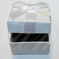DZ0069-KVAD-50x50x35 apie 50 x 50 x 35 mm, kvadrato forma, balta spalva, su juostele, dovanų dėžutė, 1 vnt.