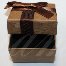 DZ0070-KVAD-50x50x35 apie 50 x 50 x 35 mm, kvadrato forma, ruda spalva, su juostele, dovanų dėžutė, 1 vnt.