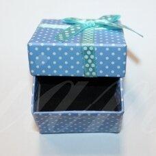 DZ0075-KVAD-50x50x30 apie 50 x 50 x 30 mm, kvadrato forma, melsva spalva, su juostele, dovanų dėžutė, 1 vnt.