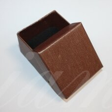 dz0104-kvad-50x50x35 apie 50 x 50 x 35 mm, kvadrato forma, tamsi, ruda spalva, dovanų dėžutė, 1 vnt.