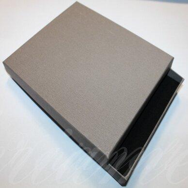 dz0037-stat-190x160x30 apie 190 x 160 x 30 mm, stačiakampio forma, sidabrinė spalva, dovanų dėžutė, 1 vnt.