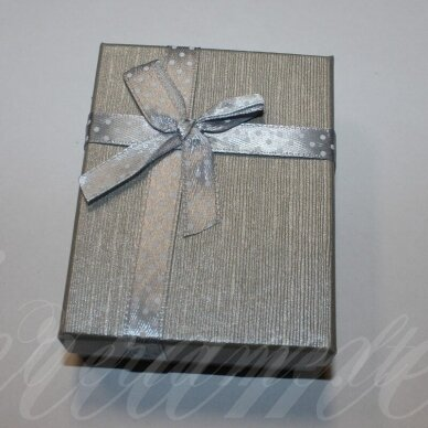 dz0037-stat-90x70x25 about 90 x 70 x 25 mm, rectangle shape, silver color, strip with dots, gift box, 1 pc.