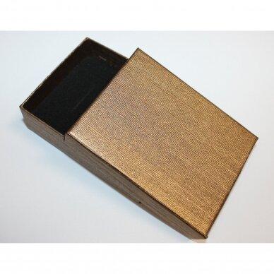 dz0040-stat-90x70x25 apie 90 x 70 x 25 mm, stačiakampio forma, šviesi, ruda spalva, dovanų dėžutė, 1 vnt.