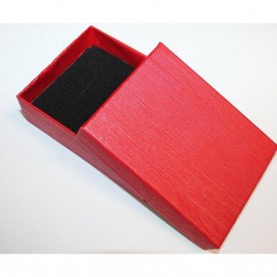 dz0042-stat-90x70x30 apie 90 x 70 x 30 mm, stačiakampio forma, raudona spalva, dovanų dėžutė, 1 vnt.