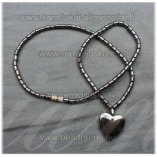 HVP0003 apie 40 cm ilgis, hematitas, kaklo vėrinys, širdutė,s forma pakabukas, 1 vnt.