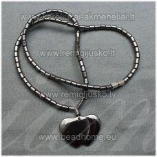 hvp0011 apie 40 cm, hematitas, kaklo vėrinys, dvigubos širdutės forma, pakabukas, 1 vnt.