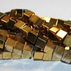 jsha-auk-kub-10 apie 10 mm, kubo forma, auksinė spalva, hematitas, apie 38 vnt.