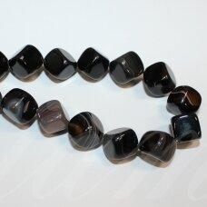jskaa0013-kub-12 apie 12 mm, kubo forma, skylė iš kampo į kampą, marga, juoda spalva, rusva spalva, agatas, apie 25 vnt.