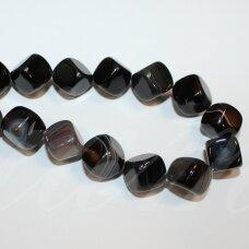 jskaa0013-kub-10 apie 10 mm, kubo forma, skylė iš kampo į kampą, marga, juoda spalva, rusva spalva, agatas, apie 30 vnt.
