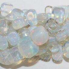 jskaop-net2-5x10-10x15 apie 5 x 10 - 10 x 15 mm, netaisyklinga forma, opalitas, apie 38 cm.