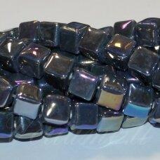 jsker0005-kub-10x10 (b11) apie 10 x 10 mm, kubo forma, pilka spalva, keramikiniai karoliukai, ab danga, apie 23 vnt.