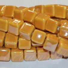 JSKER0006-KUB-10x10 apie 10 x 10 mm, kūbo forma, šviesi, oranžinė spalva, keramikiniai karoliukai, apie 23 vnt.