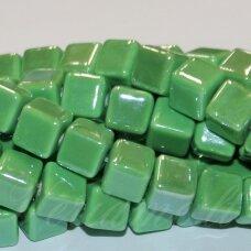 JSKER0016-KUB-10x10 apie 10 x 10 mm, kūbo forma, žalia spalva, keramikiniai karoliukai, apie 23 vnt.
