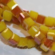 jssw0135gel--kub1-03x3 apie 3 x 3 mm, kubo forma, geltona spalva, rausva danga, stikliniai / kristalo karoliukai, apie 100 vnt.