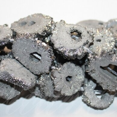 jsagdr0001-net2-15x12x4-20x15x6 apie 15 x 12 x 4 - 20 x 15 x 6 mm, netaisyklinga forma, sidabrinė spalva, agatas (druzy), apie 38 cm.