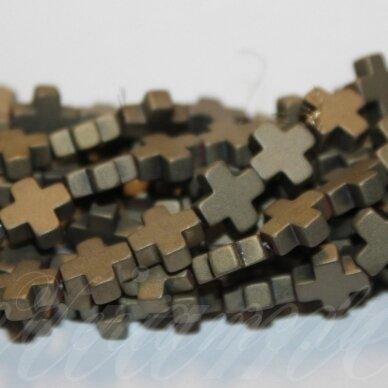 jsha-hak-mat-kryz-08x8x3 apie 8 x8 x 3 mm, kryželio forma, matinė, chaki spalva, hematitas, apie 50 vnt.
