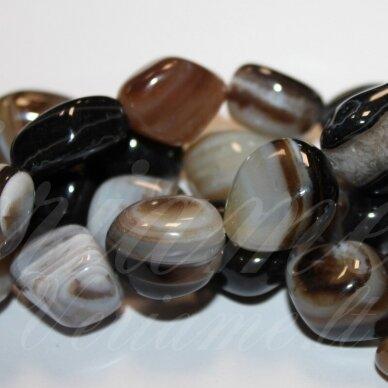 jskaa0500-net-10x10-25x25 apie 10 x 10 - 25 x 25 mm, netaisyklinga forma, marga, rusva spalva, agatas, apie 40 cm.