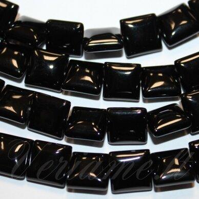 jskaon-kvad8-12x12x6 apie 12 x 12 x 6 mm, kvadrato forma, oniksas, apie 32 vnt.