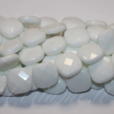 JSKAZA-BALT-KVAD-BR-16x6 apie 16 x 6 mm, kvadrato forma, briaunuotas, balta spalva, žadeitas, apie 25 vnt.