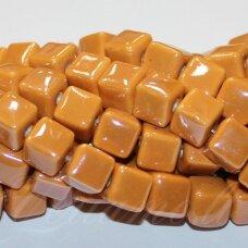 KER0003-KUB-10x10 apie 10 x 10 mm, kūbo forma, oranžinė spalva, keramikiniai karoliukai, 1 vnt.