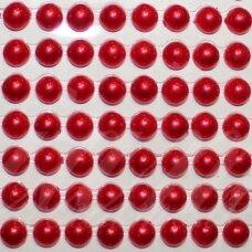 KLAP0025 perliuko skersmuo 5 mm, raudona spalva, klijuojami akriliniai perliukai, 22 juostelės po 15 vnt.