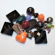 KPMIX06 įvairių spalvų, įvairių dydžių, įvairių formų, plastikinių karoliukų mišinys, apie 500 g.