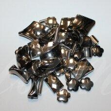 KPMIX05 įvairių dydžių, įvairių formų, plastikinių karoliukų mišinys, metalo spalva, apie 500 g.